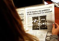 Ischia , sparisce dalle edicole il quotidiano &quot;il Golfo &quot; che riportava notizia di un film hard in rete, i protagonisti hanno aspettato la consegna dei giornali per ritirare tutte le copie consegnate nell'isola Ischia , Coppia compra tutte le copie del quotidiano che annunciava il loro film hard in rete<br /> sparisce dalle edicole il quotidiano &quot;il Golfo &quot; , i protagonisti hanno aspettato la consegna dei giornali per ritirare tutte le copie consegnate nell'isola