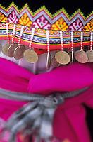 """Asie/Thaïlande/Env de Sukhothai : Village Hmong de """"Bane Keg Noi"""" - Détail habit   traditionnel des Hmong"""