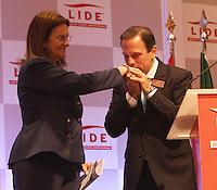 ATENCAO EDITOR: FOTO EMBARGADA PARA VEICULO INTERNACIONAL - SAO PAULO, SP, 26 NOVEMBRO 2012 - LIDE ALMOÇO DEBATE PRE-SAL E ENERGIAS LIMPAS - O empresario Joao Dora Jr. e  Maria das Graças Foster, presidente da Petrobras e convidada do almoço-debate com empresarios do LIDE. Ela falou sobre Perspectivas do Pre-Sal e das Energias Limpas na zona sul da capital paulista nessa segunda, 26. (FOTO: LEVY RIBEIRO / BRAZIL PHOTO PRESS)