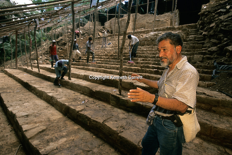 Cancuen, Guatemala, Arthur Demarest, Tomas Barrientos, Maya, palace, Classic Period, Peten.