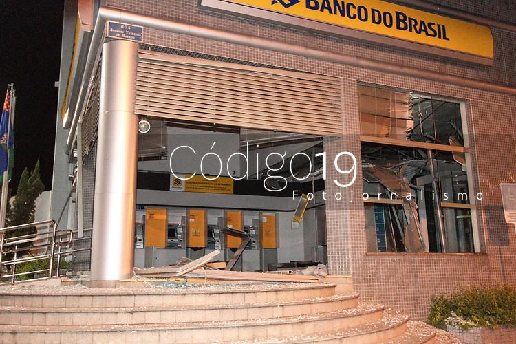 SÃO PEDRO, SP, 20.03.2018: EXPLOSÃO BANCO DO BRASIL - Bandidos explodiram os cofres da agência do Banco do Brasil na madrugada desta terça-feira(20) no bairro Santa Cruz em São Pedro, interior de São Paulo. (Foto: Diego Soares/Codigo19)