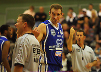 Nick Horvath makes a point to the umpires during the NBL Round 14 match between the Manawatu Jets  and Wellington Saints. Arena Manawatu, Palmerston North, New Zealand on Saturday 31 May 2008. Photo: Dave Lintott / lintottphoto.co.nz