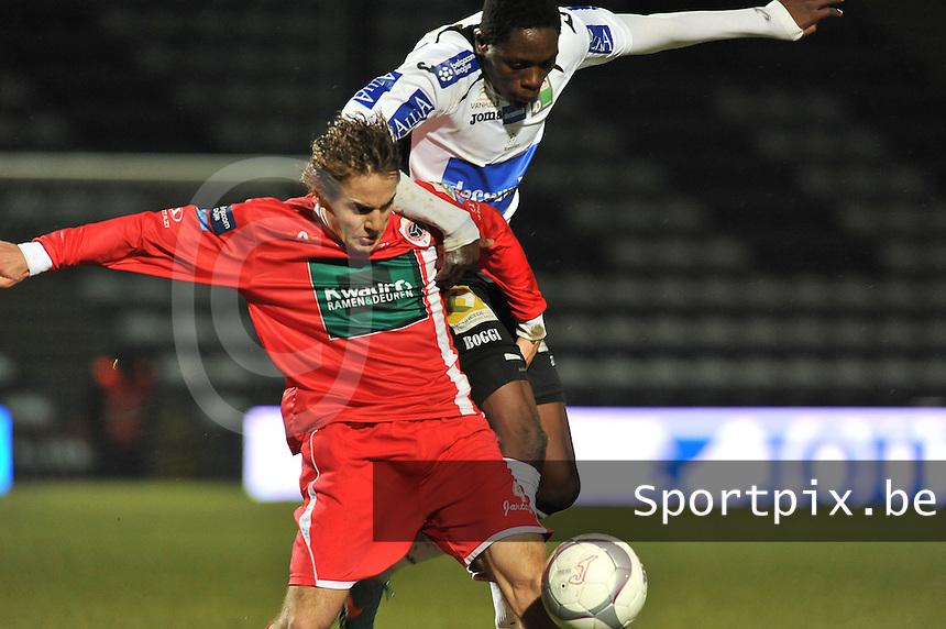 KSV Roeselare - R. Antwerp FC : duel tussen Dimitri Daeseleire (links) en Allassane Serme .foto VDB / BART VANDENBROUCKE