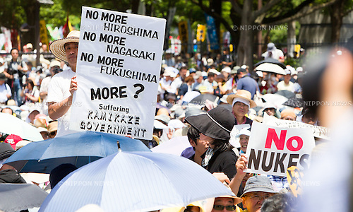July 16, 2012 - Tokyo, Japan - A protestor holds up a large anti-nuclear sign board prior to the march on the streets in downtown Tokyo during the massive 100,000 people's call demanding the abolishment of all nuclear power plants. Since the recently resumed operations of the Oi Nuclear Power Plant in Fukui Prefecture, has attracted an ever growing number of anti-nuclear demonstrators in a call to stop all forms of nuclear energy. (Photo by Christopher Jue/AFLO)