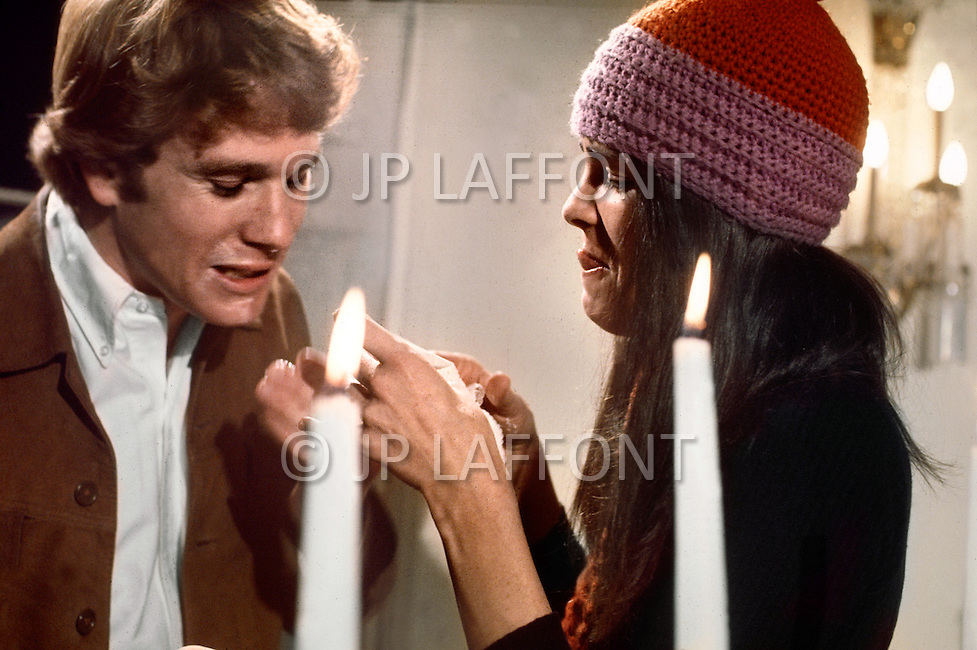 New York City, January 1970. film written by Erich Segal and based on his novel Love Story. It was directed by Arthur Hiller, starred Ryan O'Neal, Ali MacGraw. Here is the scene of the weeding.
