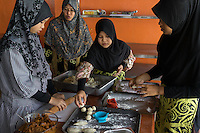 January 13, 2015 - Puchong, Kuala Lumpur (Malaysia). Aisyah Yob supervise three young students during a cooking lesson at the Sekolah Menengah Islam Global Ikhwan school in Puchong, in the south of Kuala Lumpur. Young female daughters of Ikhwan members attend the school to study arabics, read the Koran and following practical classes to learn how to cook, clean or take care of babies. © Thomas Cristofoletti / Ruom