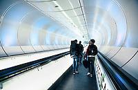 Nederland Rotterdam 2016. Voetgangerstunnel naar de metro bij het Wilhelminaplein. De tunnel is een ontwerp van Zwarts en Jansma Architects. Foto Berlinda van Dam / Hollandse hoogte