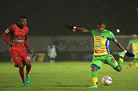 TUNJA – COLOMBIA, 12-05-2018: Larry Angulo (Izq) jugador de Patriotas Boyacá disputa el balón con Carlos Ramirez (Der) jugador de Atletico Huila durante partido por los cuartos de final ida de la Liga Águila I 2018 realizado en el estadio La Independencia en Tunja. / Larry Angulo (L) player of Patriotas Boyaca fights for the ball with Carlos Ramirez (R) player of Atletico Huila during match for the first leg quarterfinals of Aguila League I 2018 at La Independencia stadium in Tunja. Photos: VizzorImage / Jose M Palencia / Cont