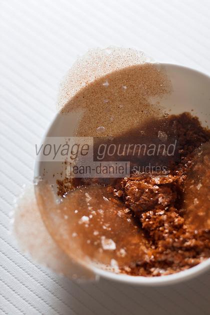 Europe/France/Rhone-Alpes/74/Haute-Savoie/Megève: Amuse-Bouche: Chips de Cèpe, recette d'Emmanuel Renaut dit Manu - Restaurant: Flocons de Sel - Route de Rochebrune