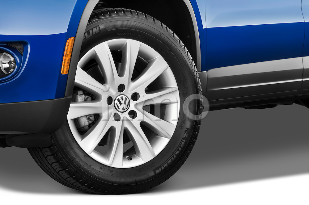 Tire and wheel close up detail view of a 2009 Volkswagen Tiguan SEL