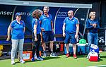 Den Bosch  -  bondscoach Alyson Annan (Ned)   met oa teamarts Carmen van der Pol (Ned) , Simon Zijp, , fysio Franc Backelandt (Ned) ,     voor  de Pro League hockeywedstrijd dames, Nederland-Belgie (2-0).  COPYRIGHT KOEN SUYK