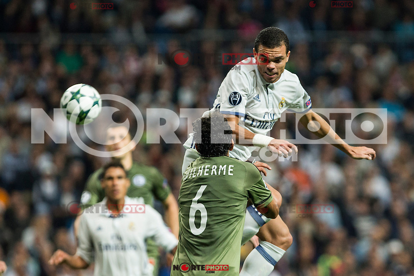 Legia Warszawa's Guilherme and Real Madrid's Kleper Lima Ferreira Pepe during the match of UEFA Champions League group stage between Real Madrid and Legia de Varsovia at Santiago Bernabeu Stadium in Madrid, Spain. October 18, 2016. (ALTERPHOTOS/Rodrigo Jimenez) /NORTEPHOTO.COM