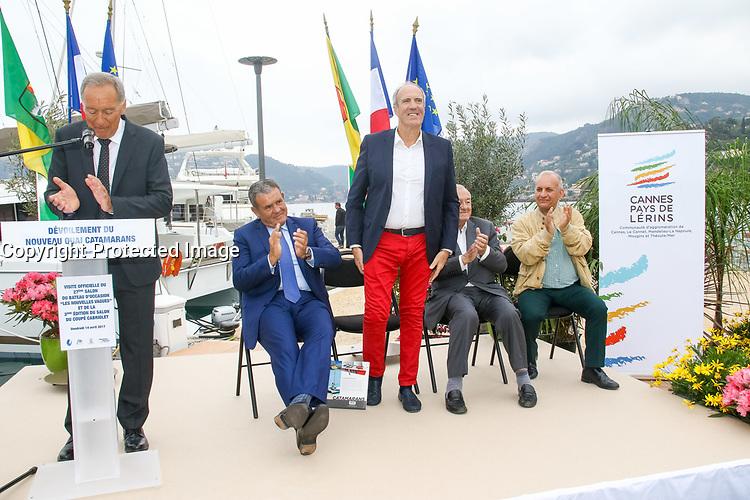 Marc PAJOT, Parrain du nouveau quai Catamarans, avec Eric CONTENCIN, Henri LEROY, Bernard BROCHAND et Roland MILAZZO lors de l'inauguration du Salon du Bateau - Les Nouvelles Vagues du Nautisme - au Port de la Napoule à Mandelieu, Sud de la France, vendredi 14 avril 2017. # INAUGURATION DU SALON DU BATEAU A MANDELIEU