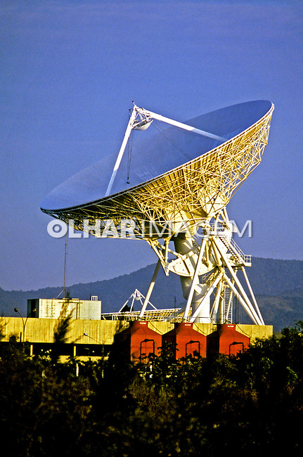 Antena parabólica de Tangu, Itaboraí. Rio de Janeiro. 1996. Foto de Ricardo Azoury.
