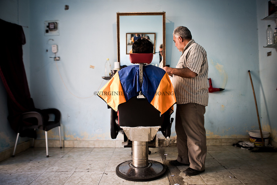 EGYPT, 6 of October city: Like every week, Abu Ali goes to the barber, also Syrian from Daraa. <br /> <br /> Egypte: ville du 6 octobre: comme chaque semaine, Abu Ali va chez le barbier aussi syrien mais de la r&eacute;gion de Daraa.