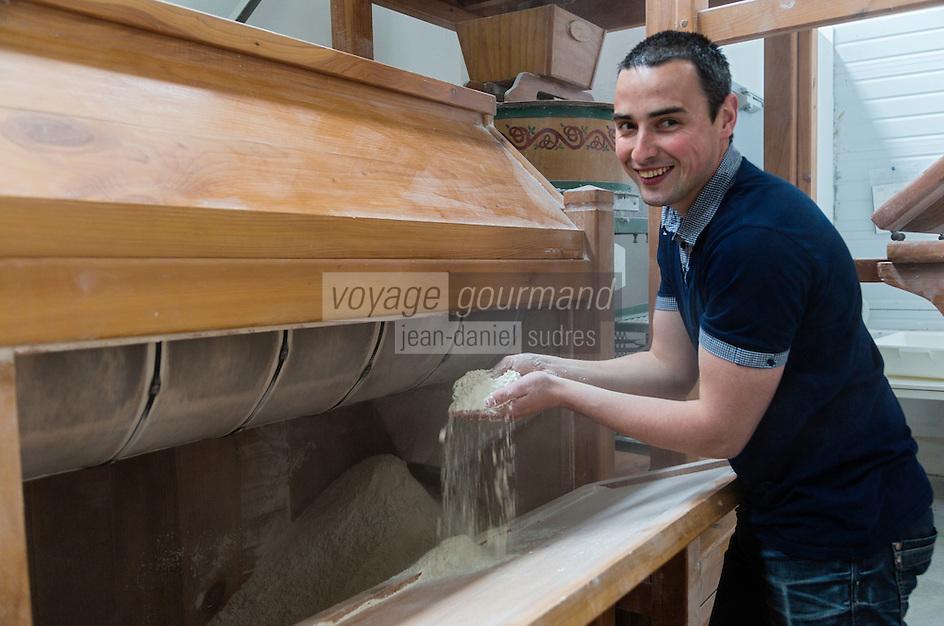 France, Morbihan (56), Languidic, David Le Ruyet élabore des pâtes à partir de la farine de ses propres céréales produites// FFrance, Morbihan (56), Languidic, David Le Ruyet develops pasta from flour of its own produced cereals