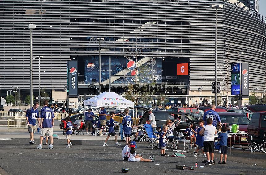 Fans beim Grillen vor dem MetLife Stadium