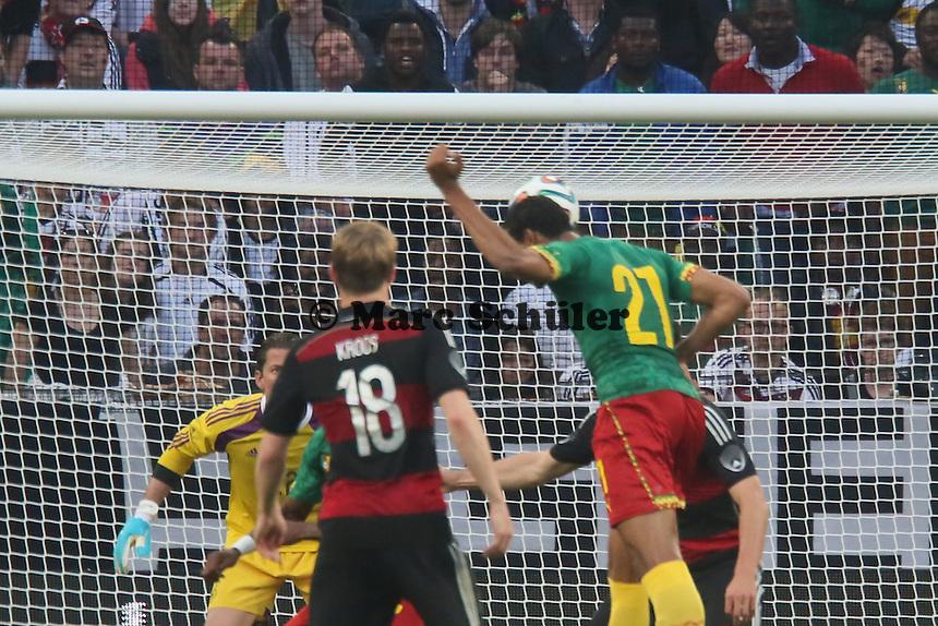 Kopfballchance Joel Matip (CAM) - Deutschland vs. Kamerun, Mönchengladbach