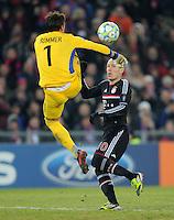 FUSSBALL   CHAMPIONS LEAGUE   SAISON 2011/2012   ACHTELFINALE HINSPIEL FC Basel - FC Bayern Muenchen      22.02.2012 Yann Sommer (li, FC Basel) gegen Arjen Robben (re, FC Bayern Muenchen)