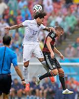 FUSSBALL WM 2014  VORRUNDE    GRUPPE G    in Recife USA - Deutschland                  26.06.2014 Toni Kroos (re, Deutschland) gegen Jermaine Jones (li, USA)