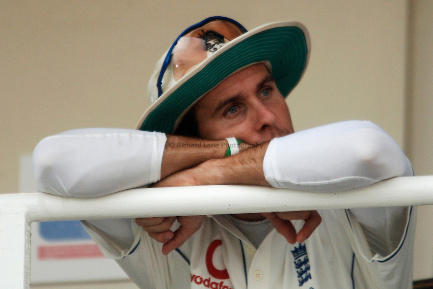 Photo: Glyn Thomas..England v Australia. nPower Test Series. The Ashes 2005..09/09/2005..England's captain Michael Vaughan waits for conditions to improve on the balcony.