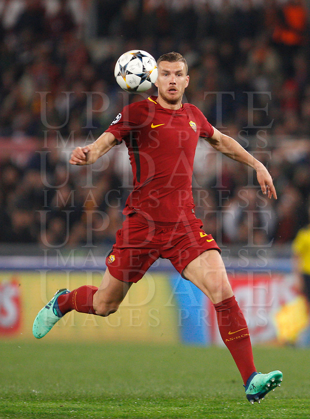 Roma s Edin Dzeko in action during the Uefa Champions League quarter final second leg football match between AS Roma and FC Barcelona at Rome's Olympic stadium, April 10, 2018.<br /> UPDATE IMAGES PRESS/Riccardo De Luca