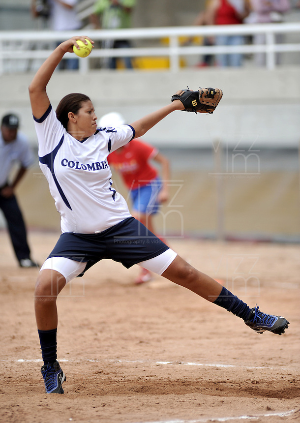 CALI – COLOMBIA – 30-07-2013: Partido de Softball entre Colombia y Venezuela durante los IX Juegos Mundiales Cali, julio 30 de 2013. (Foto: VizzorImage / Luis Ramirez / Staff). Match of Softball between Colombia and Venezuela in the IX World Games Cali, July 30, 2013. (Photo: VizzorImage / Luis Ramirez / Staff).