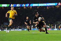 Ma'a Nonu of New Zealand scores a try during the Rugby World Cup Final between New Zealand and Australia - 31/10/2015 - Twickenham Stadium, London<br /> Mandatory Credit: Rob Munro/Stewart Communications