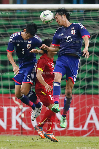 (L-R) Naomichi Ueda, Takaharu Nishino (JPN), MARCH 29, 2015 - Football / Soccer : AFC U-23 Championship 2016 Qualification Group I match between U-22 Japan 2-0 U-22 Vietnam at Shah Alam Stadium in Shah Alam, Malaysia. (Photo by Sho Tamura/AFLO SPORT)