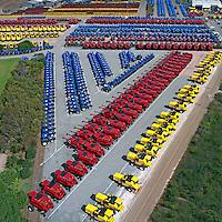 Pateo da industria de tratores New Holland em Curitiba. Parana. 2000. Foto de Joao Urban.