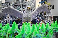 AGUIA DE OURO  - Integrantes da escola de samba Aguia de Ouro durante desfile no primeiro dia do Grupo Especial no Sambódromo do Anhembi na região norte da capital paulista, na madrugada deste sábado, 09.. (FOTO: ALE VIANNA/ BRAZIL PHOTO PRESS).