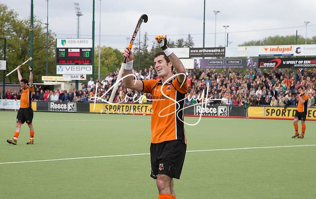 EINDHOVEN - HOCKEY - Vreugde bij Marcel Balkestein, van OZ na  de derde wedstrijd van halve finale van de play off in de mannen hoofdklasse hockeywedstrijd tussen Oranje Zwart en Kampong (4-0). OZ bereikt de finale. FOTO KOEN SUYK