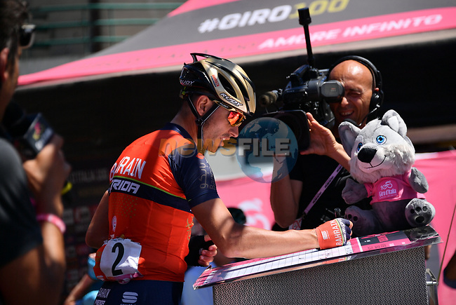 Valerio Agnoli (ITA) Bahrain-Merida signs on before the start of Stage 9 of the 100th edition of the Giro d'Italia 2017, running 149km from Montenero di Bisaccia to Blockhaus, Italy. 14th May 2017.<br /> Picture: LaPresse/Gian Mattia D'Alberto | Cyclefile<br /> <br /> <br /> All photos usage must carry mandatory copyright credit (&copy; Cyclefile | LaPresse/Gian Mattia D'Alberto)