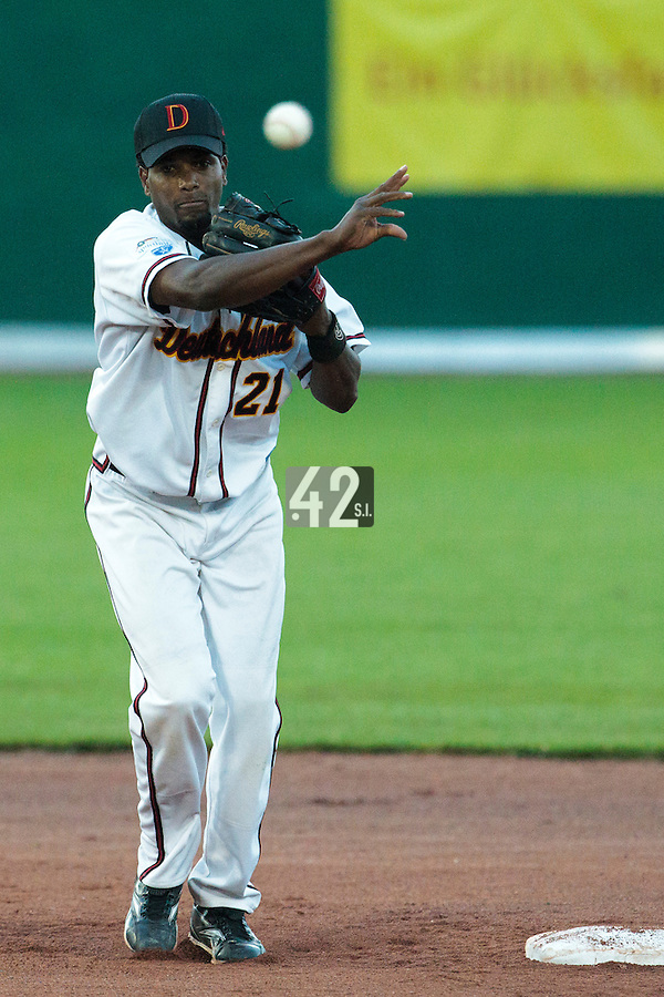 27 july 2010: Edward Martinez of Germany throws the ball to first base during Germany 10-9 victory over France, in day 5 of the 2010 European Championship Seniors, in Stuttgart, Germany.