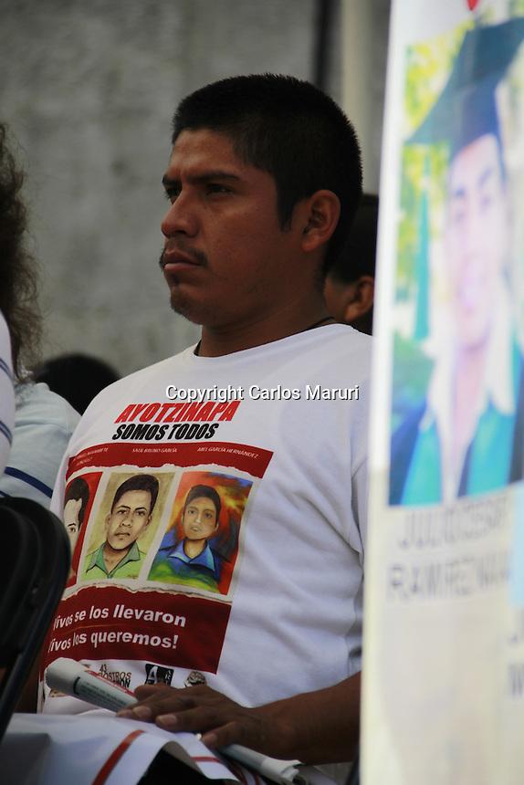 M&eacute;xico DF 01/Septiembre/2015. <br /> El comit&eacute; de padres de familia de los 43 estudiantes de Ayotzinapa Guerrero, convocaron a la presentaci&oacute;n de lectura de un Contra-Informe, en el marco de la presentaci&oacute;n del Tercer Informe de Gobierno del Lic. Enrique Pe&ntilde;a Nieto. <br /> A dicho evento acudieron alumnos de la Escuela Normal Rural &ldquo;Ra&uacute;l Isidro Burgos&rdquo;, Organizaciones Sociales.<br /> Todos los derechos reservados.