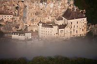 Europe/Europe/France/Midi-Pyrénées/46/Lot/Rocamadour:  - Vue aérienne de la cité religieuse et ses sanctuaires  dans le Canyon de l'Alzou