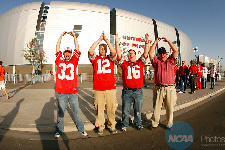08 JAN 2007:  The Ohio State Buckeyes take on the Florida Gators during the BCS National Championship game held at University of Phoenix Stadium in Glendale, AZ.  Jamie Schwaberow/NCAA Photos.
