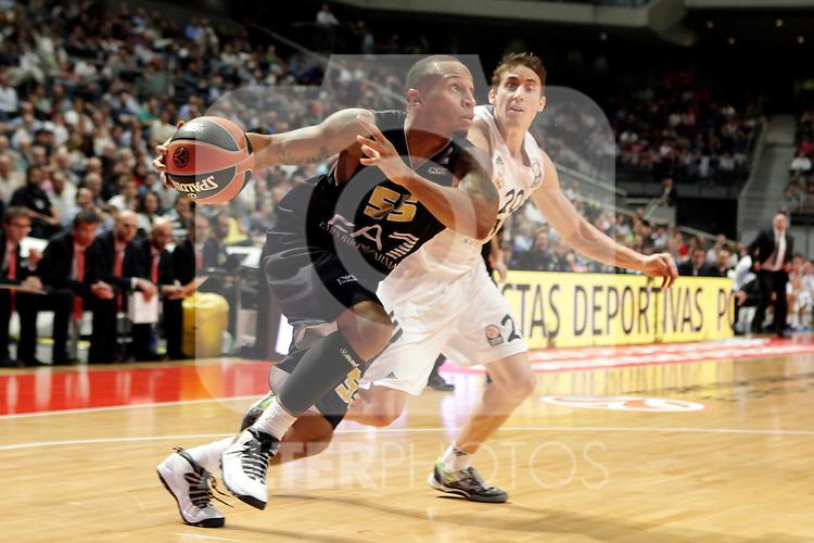 Real Madrid´s Carroll (R) V EA7 Emporio Armani Milan´s Jerrells during Euroleague Basketball match. November 01,2013. (ALTERPHOTOS/Victor Blanco)