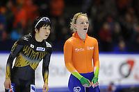 SCHAATSEN: HEERENVEEN: Thialf, Essent ISU World Cup, 02-03-2012, 500m Ladies, Nao Kodaira (JPN), Thijsje Oenema (NED), ©foto: Martin de Jong