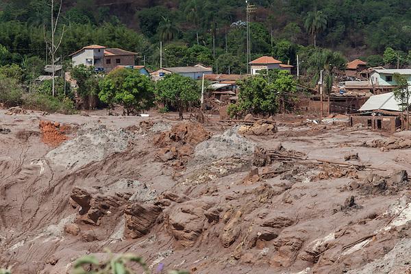 Mariana_MG, Brasil.<br /> <br /> Rompimento de Barragem em Mariana.<br /> Distrito de Mariana, Bento Rodrigues, destru&iacute;do pela lama de dejetos da barragem de conten&ccedil;&atilde;o de rejeitos da mineradora Samarco.<br /> <br /> The Bento Rodrigues dam disaster occurred on 5 November 2015, when an iron ore tailings dam in Bento Rodrigues, a subdistrict of Mariana, Brazil.<br /> <br /> Foto: ALEXANDRE C. MOTA