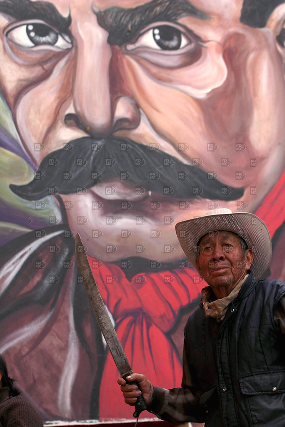 20714. Anteco, Estado de México.- Miembros de la sociedad civil y de #YoSoy132 durante  la Convención Nacional Contra la Imposición en San Salvador Atenco, que sesionará el 14 y 15 de julio.   NOTIMEX/FOTO/ALEJANDRO MELENDEZ/AMO/WAR/