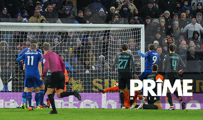 Jamie Vardy of Leicester City scores the equalising goal during the FA Cup QF match between Leicester City and Chelsea at the King Power Stadium, Leicester, England on 18 March 2018. Photo by Stephen Buckley / PRiME Media Images.