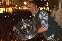 10.05.2014, Marienplatz, Muenchen, GER, 1. FBL, FC Bayern Muenchen Meisterfeier, im Bild Manuel Neuer of Bayern Muenchen celebrates winning the German championship title Manuel Neuer, // during official Championsparty of Bayern Munich at the Marienplatz in Muenchen, Germany on 2014/05/11. EXPA Pictures © 2014, PhotoCredit: EXPA/ Eibner-Pressefoto/ EIBNER<br /> <br /> *****ATTENTION - OUT of GER***** <br /> Football Calcio 2013/2014<br /> Bundesliga 2013/2014 Bayern Campione Festeggiamenti <br /> Foto Expa / Insidefoto