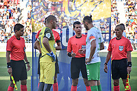 MONTERIA - COLOMBIA, 28-07-2019: Jorge Guzman, árbitro, con Jose Huber Escobar, capitan de Jaguares, Hernan Barcos, capitán de Nacional y los árbitros assitentes durante los actos protocolarios previo al partido por la fecha 3 de la Liga Águila II 2019 entre Jaguares de Córdoba F.C. y Atlético Nacional jugado en el estadio Jaraguay de la ciudad de Montería. / Jorge Guzman, referee, Jose Huber Escobar, captain of Jaguares, Hernan Barcos, captain of Nacional, and  assistant referees during the formal events prior a match for the date 3 as part Aguila League II 2019 between Jaguares de Corrdoba F.C. and Atletico Nacional played at Jaraguay stadium in Monteria city. Photo: VizzorImage / Andres Rios / Cont