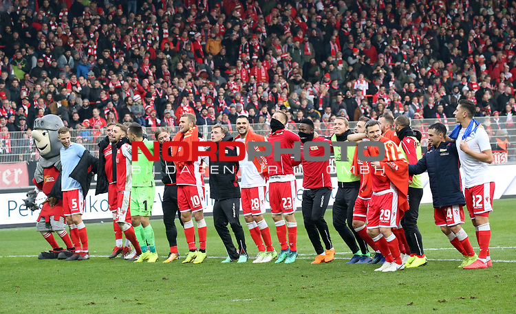 01.12.2018, Stadion an der Wuhlheide, Berlin, GER, 2.FBL, 1.FC UNION BERLIN  VS.SV Darmstadt 98, <br /> DFL  regulations prohibit any use of photographs as image sequences and/or quasi-video<br /> im Bild Union-Spieler<br /> <br /> <br />      <br /> Foto © nordphoto / Engler
