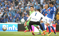 BOGOTA - COLOMBIA -21 - 02 - 2016: Chistian Ovelar (Der.) jugador de Millonarios disputa el balón con Sebastian Lopez (Izq) arquero de Jaguares FC, durante partido de la fecha 5 entre Millonarios y Jaguares FC, de la Liga Aguila I-2016, jugado en el estadio Nemesio Camacho El Campin de la ciudad de Bogota.   / Chistian Ovelar (R) player of Millonarios vies for the ball with Sebastian Lopez (L) goalkeeper of Jaguares FC, during a match between Millonarios and Jaguares FC, for the date 5 of the Liga Aguila I-2016 at the Nemesio Camacho El Campin Stadium in Bogota city, Photo: VizzorImage / Luis Ramirez / Staff.