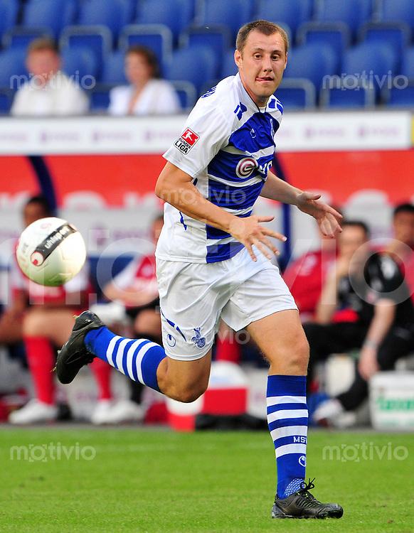 FUSSBALL   BUNDESLIGA   TESTSPIEL  SAISON 2008/2009 MSV Duisburg - 1. FC Koeln                 01.08.2008 Markus BRZENSKA (MSV Duisburg), Einzelaktion am Ball