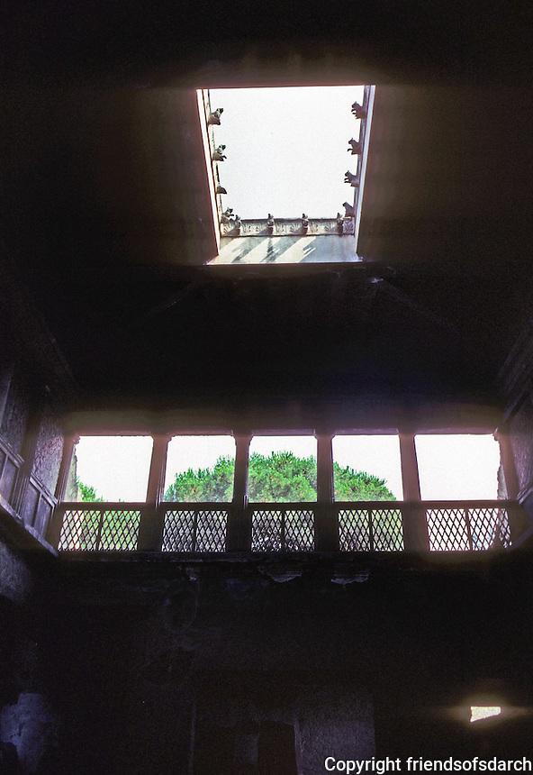 Italy: Herculaneum--Atrium of Casa Sannitica. Photo '83.