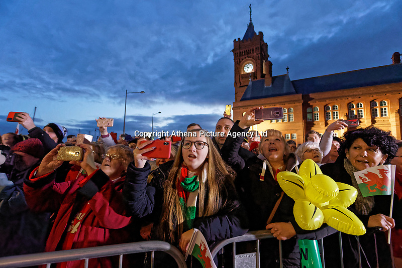 Rugby fans win the national anthem during the Celebration for Wales Six Nations Win at the National Assembly for Wales, Cardiff Bay, Wales, UK. Monday 18 March 2019