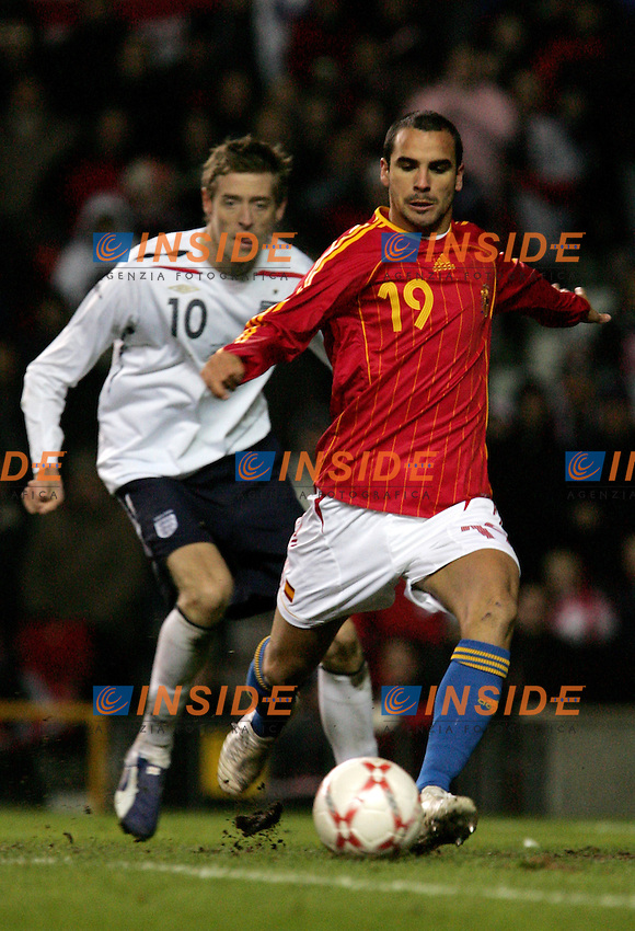 England's Peter Crouch against Spain's Angel Lopez during a friendly match at Old Trafford in Manchester, Wednesday February 07, 2007. (INSIDE/ALTERPHOTOS/Alvaro Hernandez).